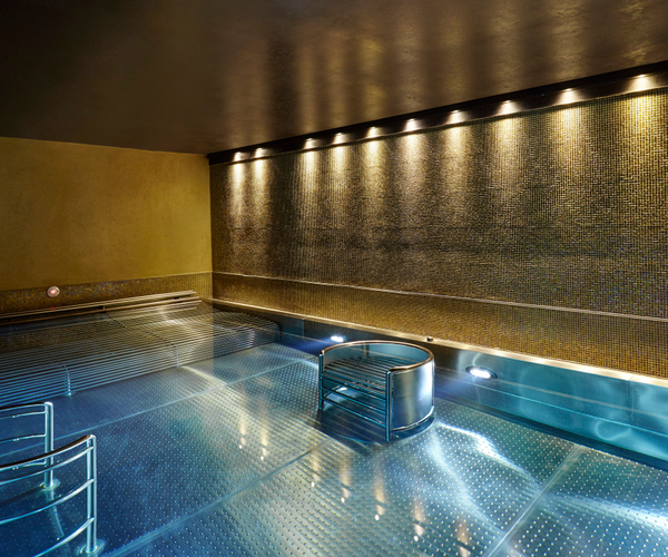 Spa Verta at Crowne Plaza London Battersea Rooms & Dining